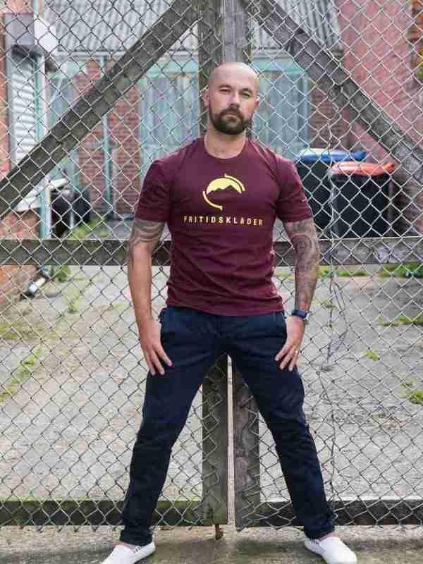 Maroon T-shirt Fritidsklader