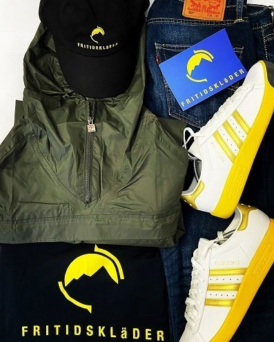 Fritidsklader Navy Tee & Black baseball cap, 80's Casuals, Adidas and Levi football casual combo