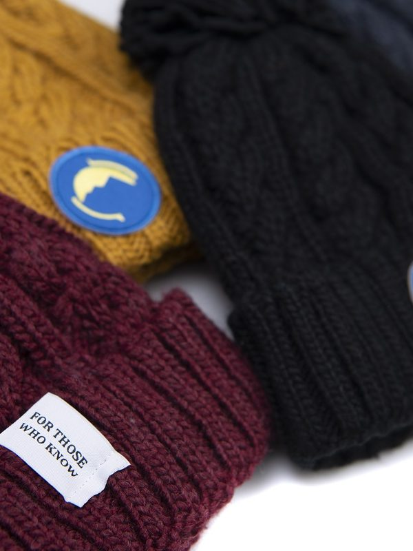 Fritidsklader bobble hats in navy blue, mustard, burgundy and black