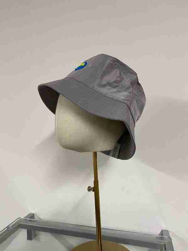 Shimmering grey bucket hat